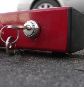 Blokada parkingowa - zamek samozatrzaskowy