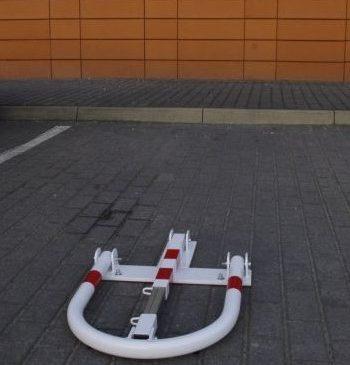 Blokada parkingowa typu